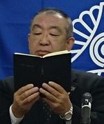 輪読をする川原睦男氏