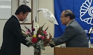 大田会員へ花束贈呈