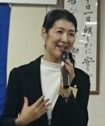 講話中の吉田悦花様